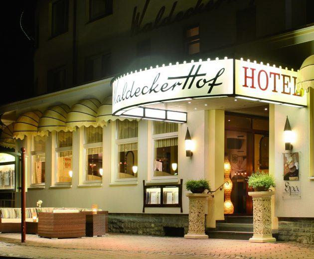 Waldecker Hof Kontakt - Hotel eingang